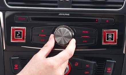 Audi A4 - X701D-A4: Pannello di controllo Alpine