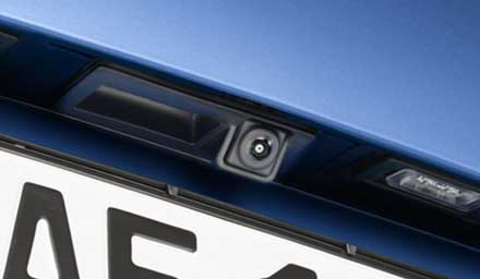 Videocamera per retromarcia Multi-View HCE-C252RD con Kit di installazione KIT-R1AU per Audi A4