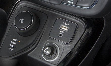 Use your orginal USB / AUX port with your Alpine Halo 9